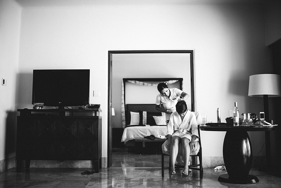 Destination wedding at the Four Seasons in Mexico with photography by Jillian Mitchell.